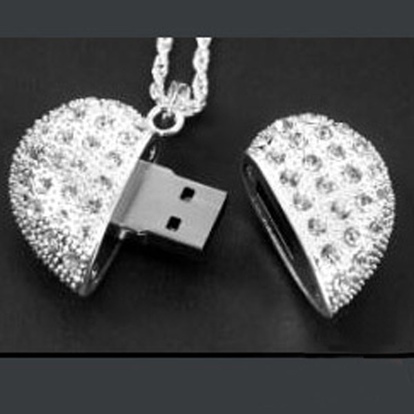 2GB USB Flash Drive With Crystals Heart Look As A Gift
